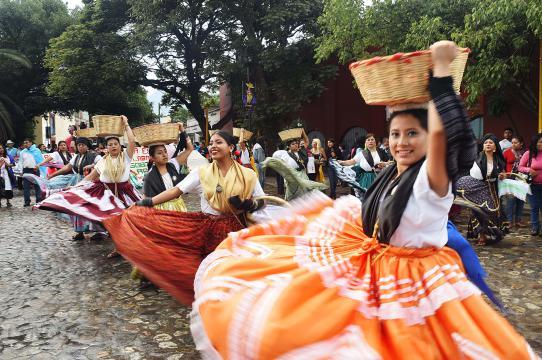 Convite popular, 2016 People's Guelaguetza (Oaxaca, Mexico, 2016).