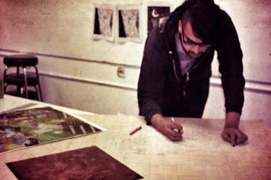 Irwin Scholar and HAVC Senior Oscar Moreno working on a large-scale print block